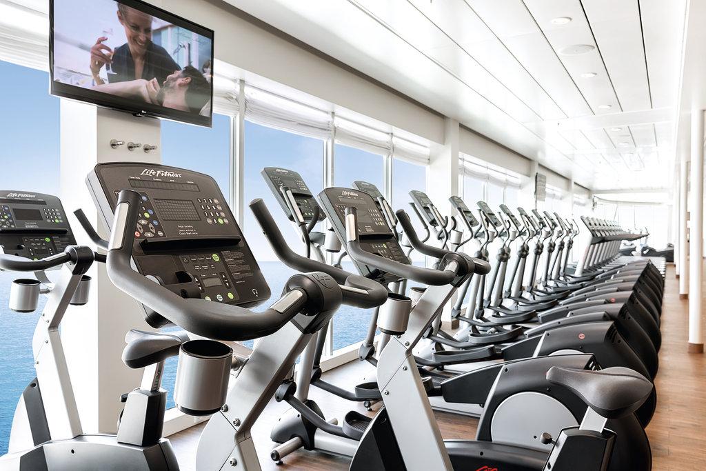 Sport mit Meerblick im Fitness- und Sportbereich auf der Mein Schiff Flotte