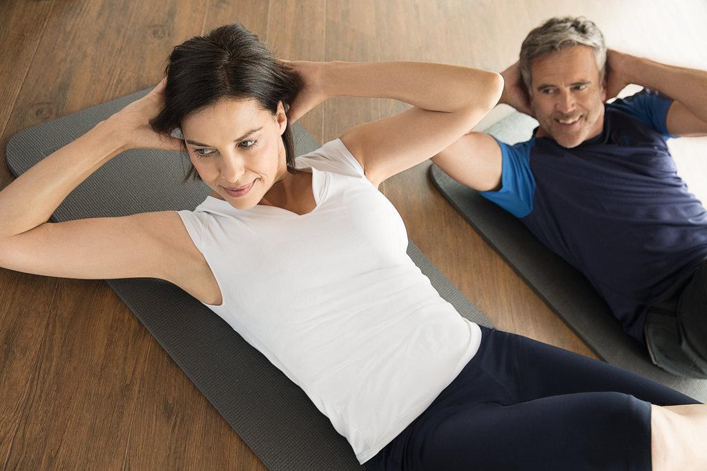 Sportmatten stehen z.B. für Bauchmuskeltraining zur Verfügung