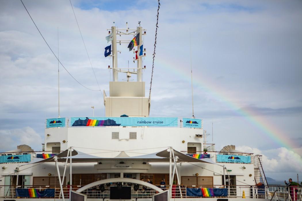Die Mein Schiff unterm Regenbogen