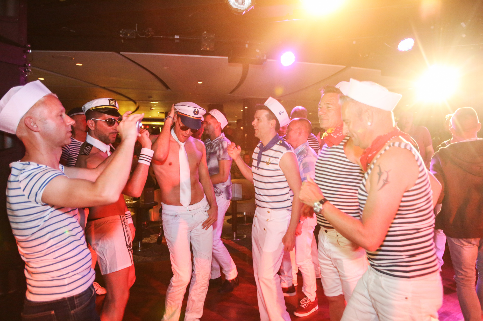 Party ahoi: Matrösen Party auf der Rainbow Cruise