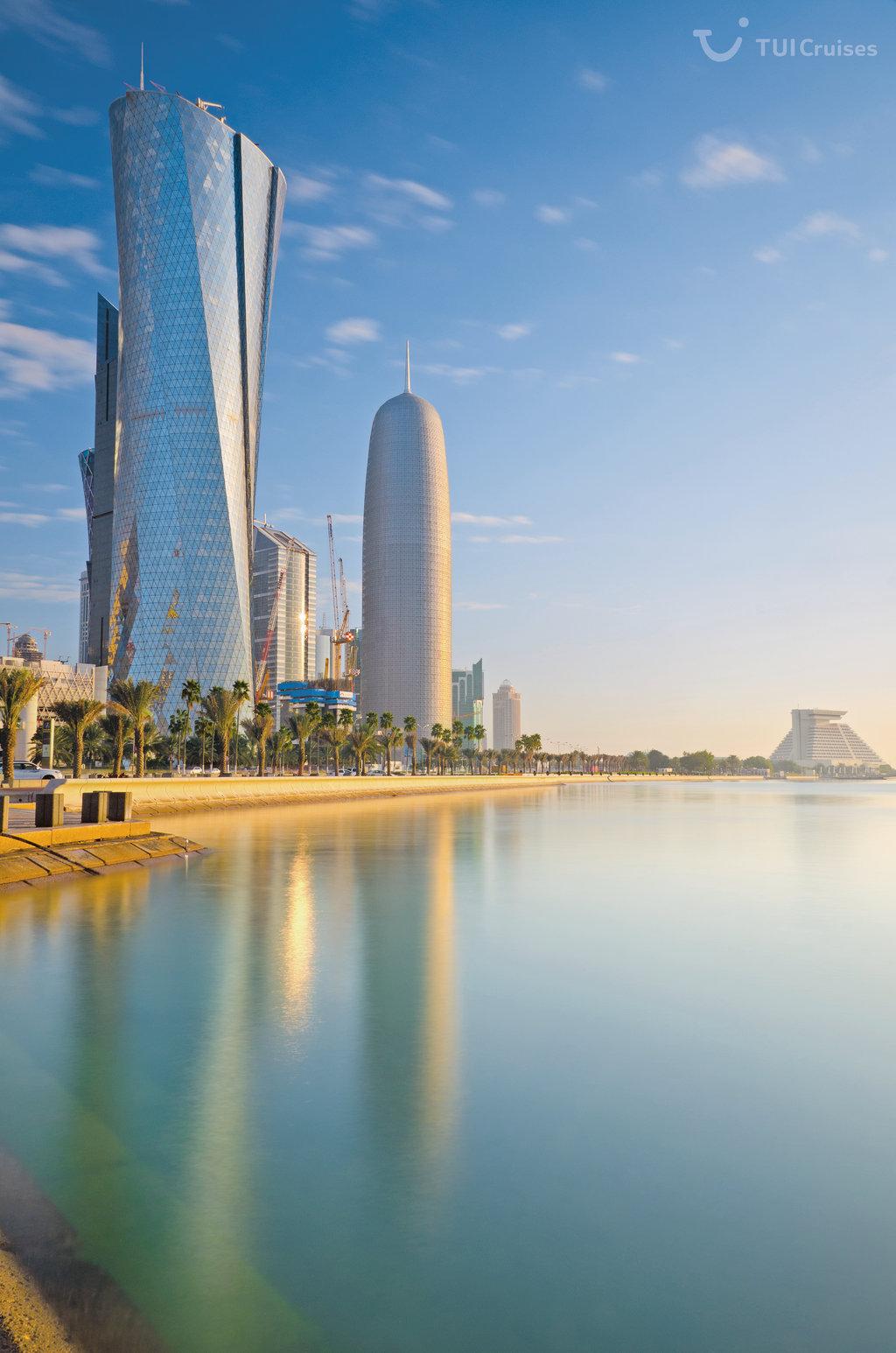 Mein Schiff Reiseziel: Der Al Bidda Tower and das Burj Qatar in Doha/Katar