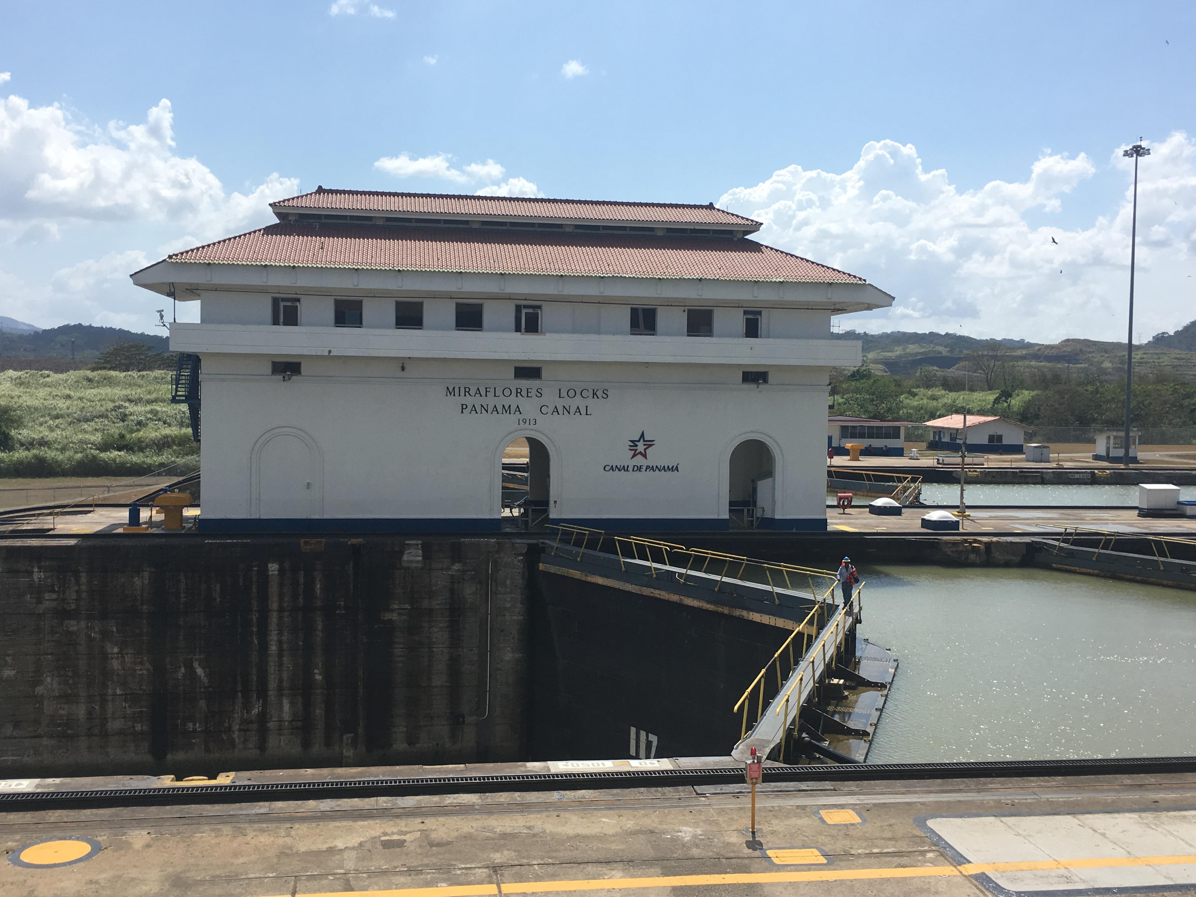 Mein Schiff Sehenswürdigkeit: Miraflores-Schleusen am Panamakanal