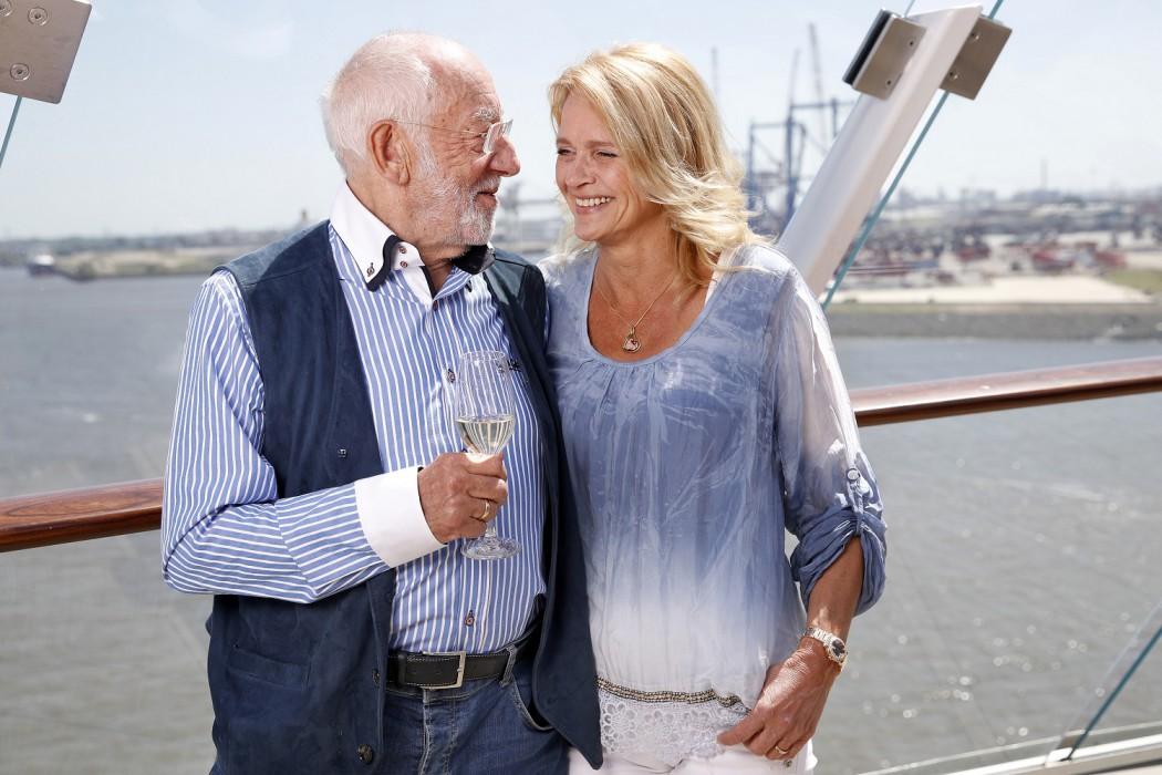 Dieter Hallervorden und Freundin Christiane Zander bei der Taufe der Mein Schiff 6 Foto: Franziska Krug/Getty Images for TUI Cruises