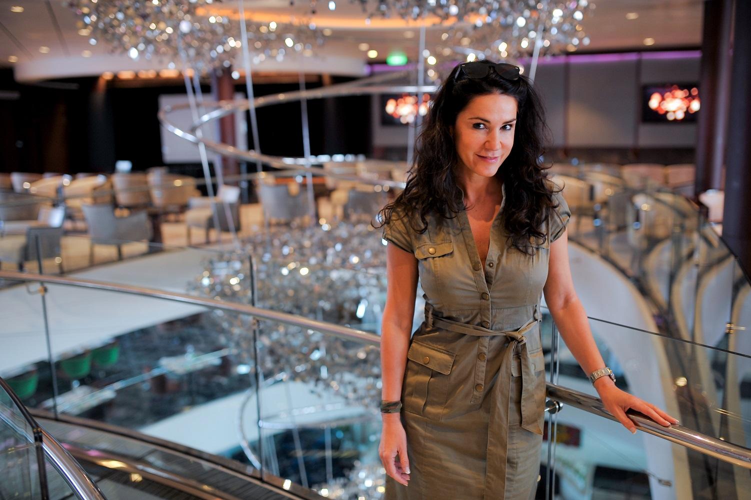 Mein Schiff Fan Mariella Ahrens im Restaurant Atlantik