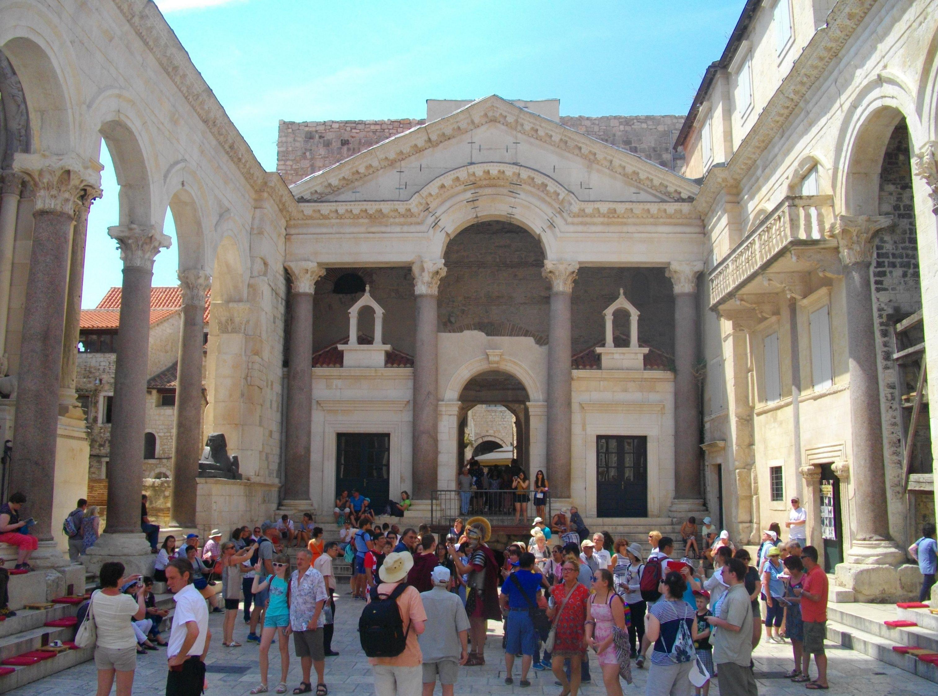 Mein Schiff Sehenswürdigkeit: der antike Säulenhof Peristyl