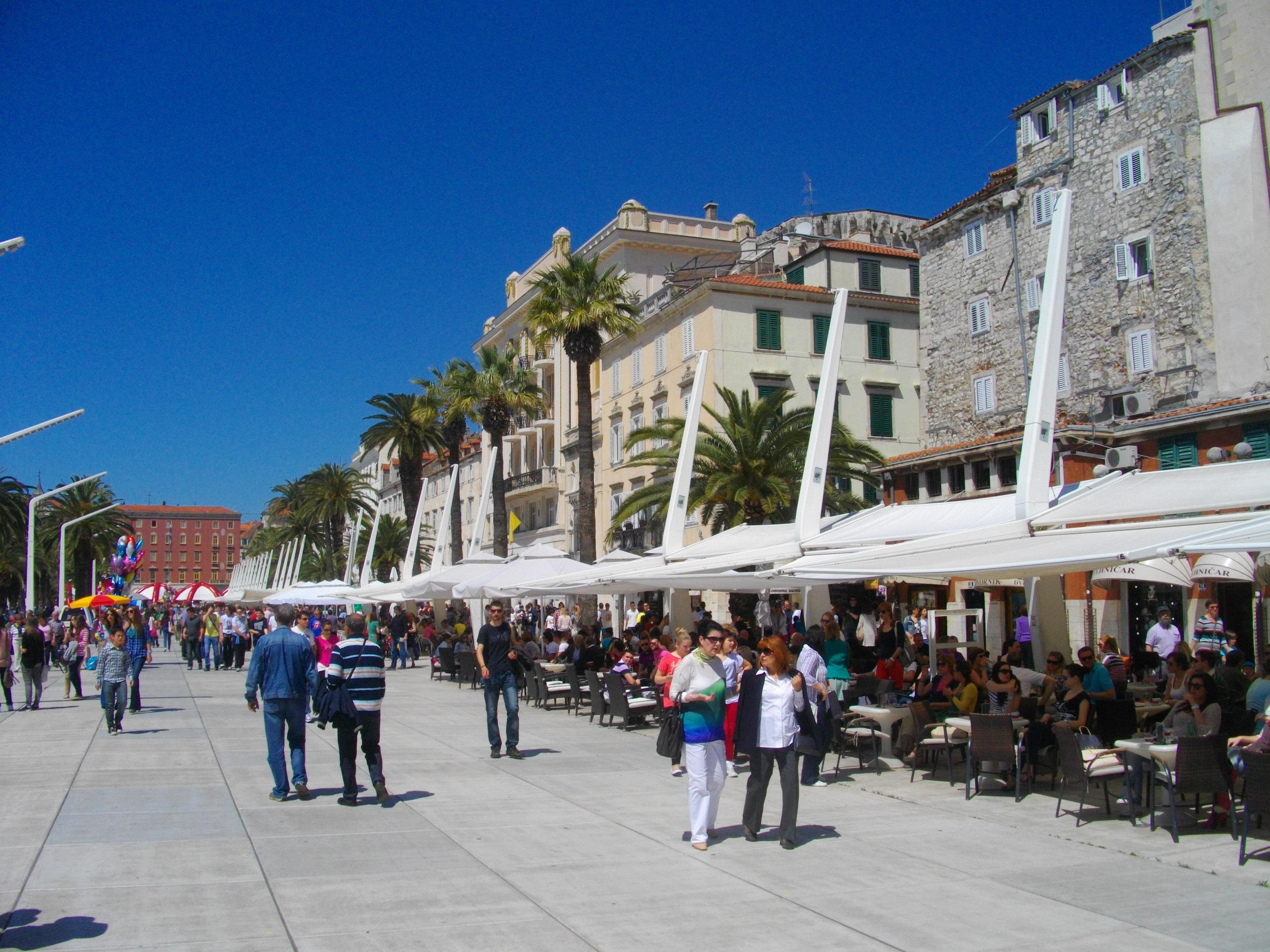 Auf dem Weg zur Mein Schiff 2: die modern gestaltete Uferpromenade Riva