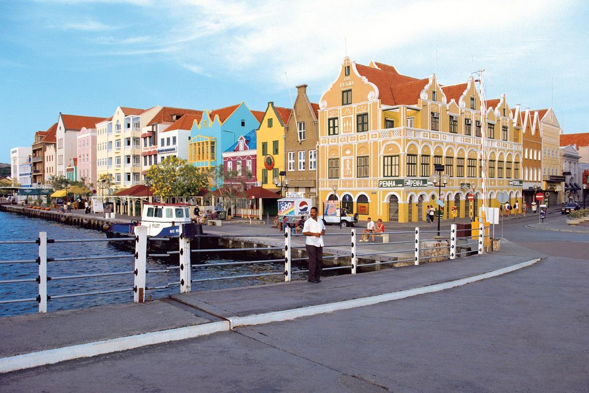 Typisch karibischer Charme: die  bunten Häuser in Willemstad auf Curaçao,