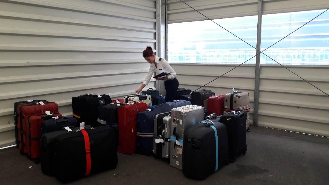 Nach dem CheckIn werden die Gepäckstücke sortiert