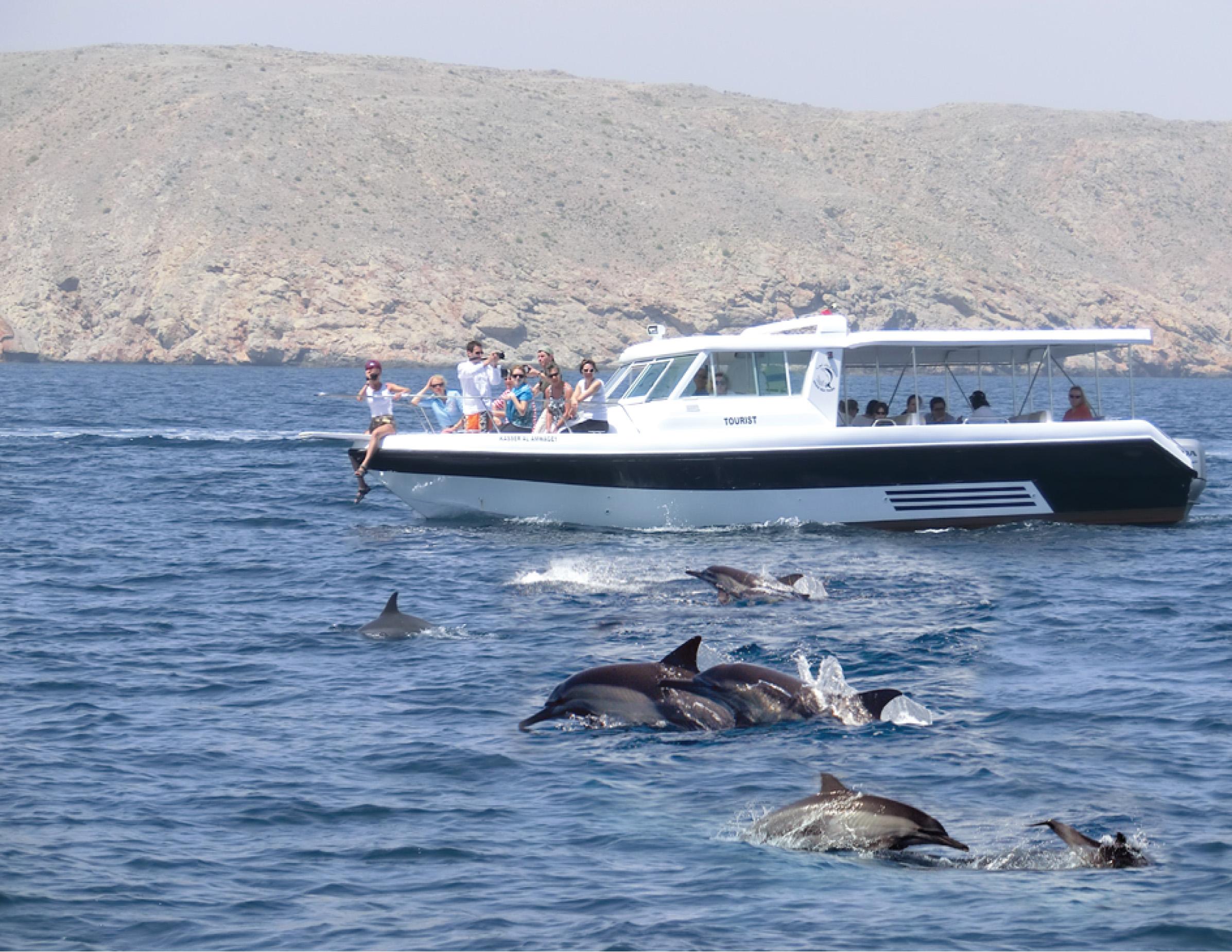 Muscat: Erst Defline bestaunen, später selbst das Wasser erkunden