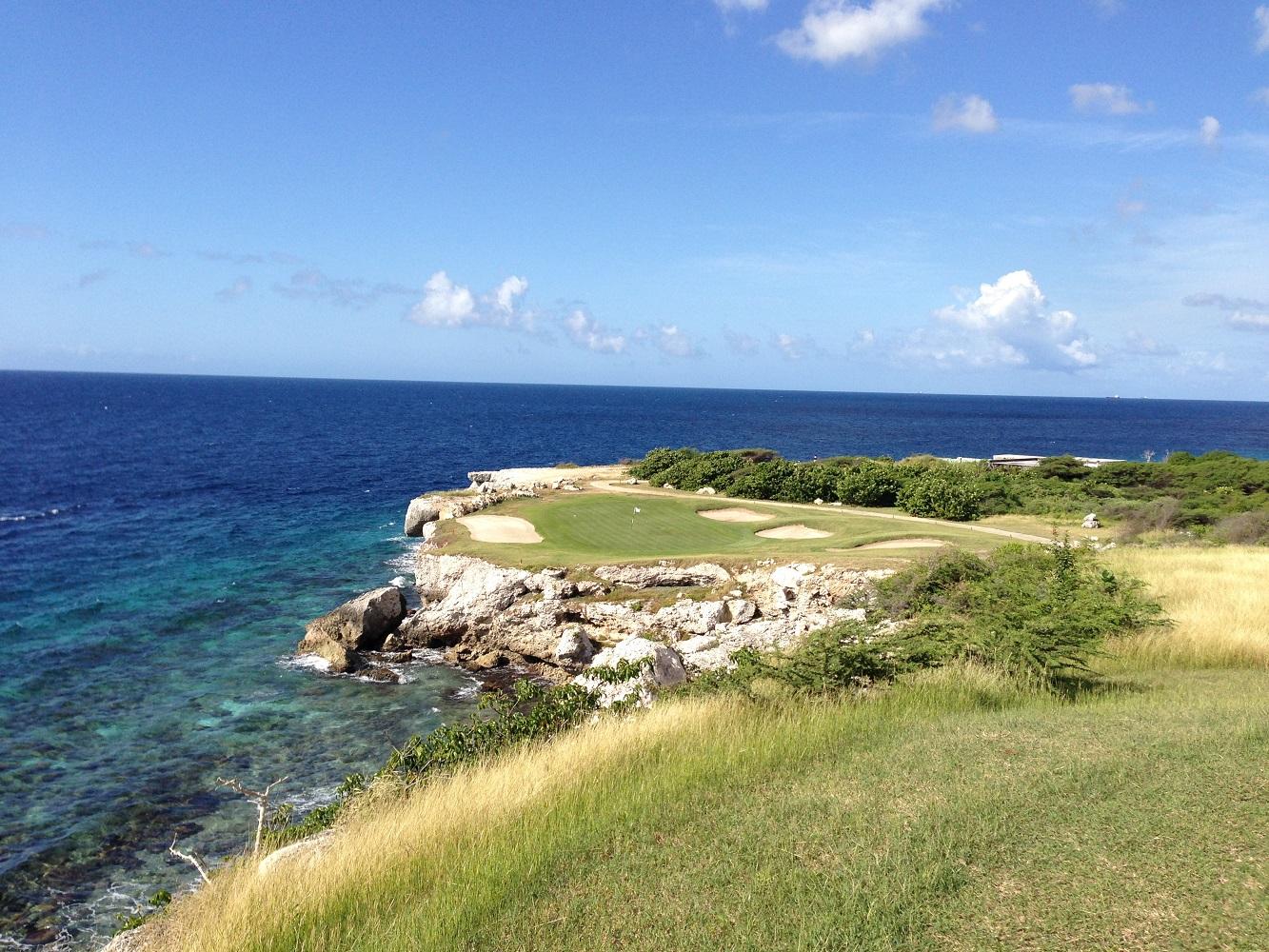 Lust auf eine Runde Golf an der Küste Curaçaos? Dies ist möglich auf dem Blue Bay Golf Club.