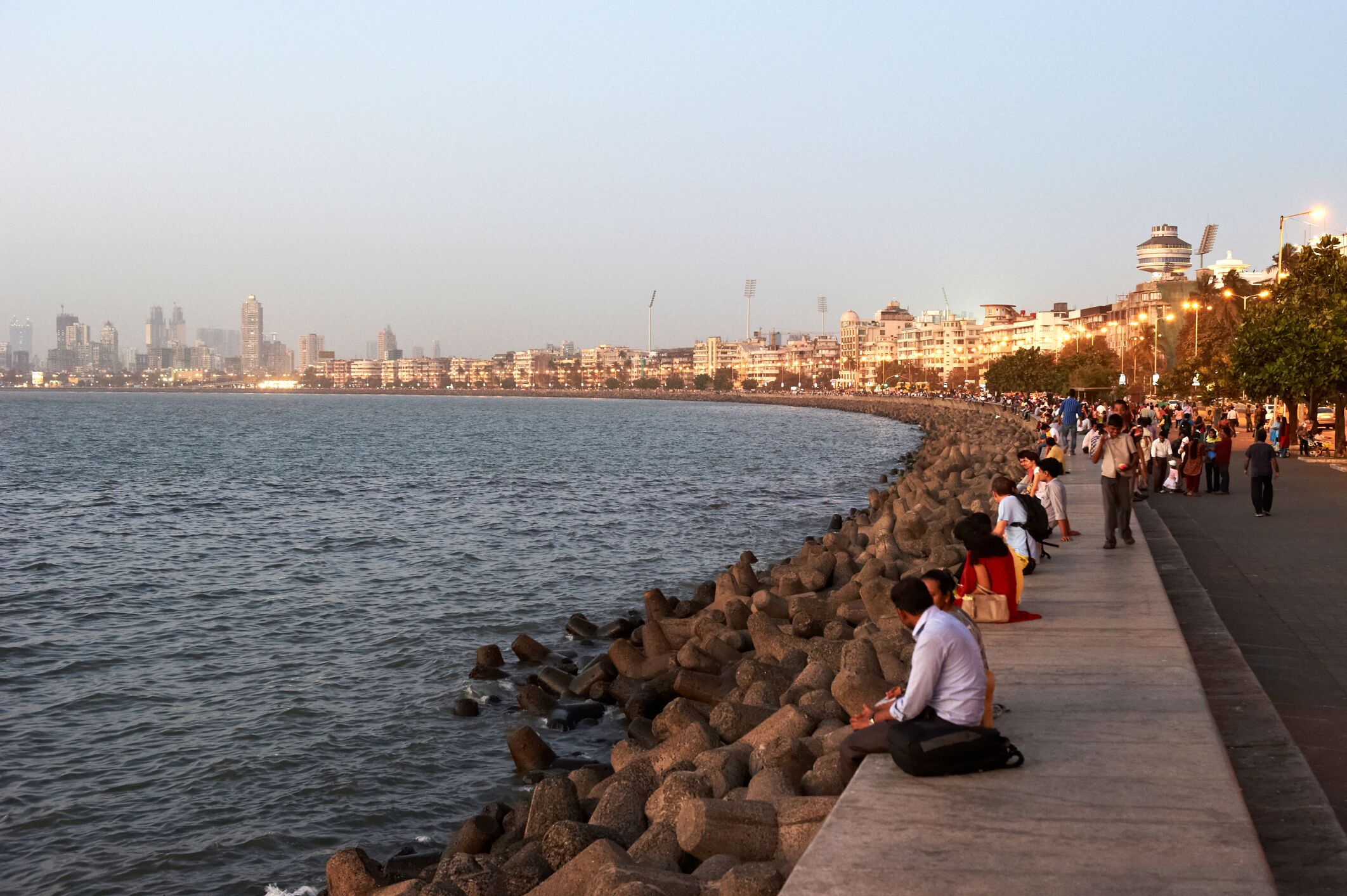 Auch abends faszinierend: Mumbais Skyline