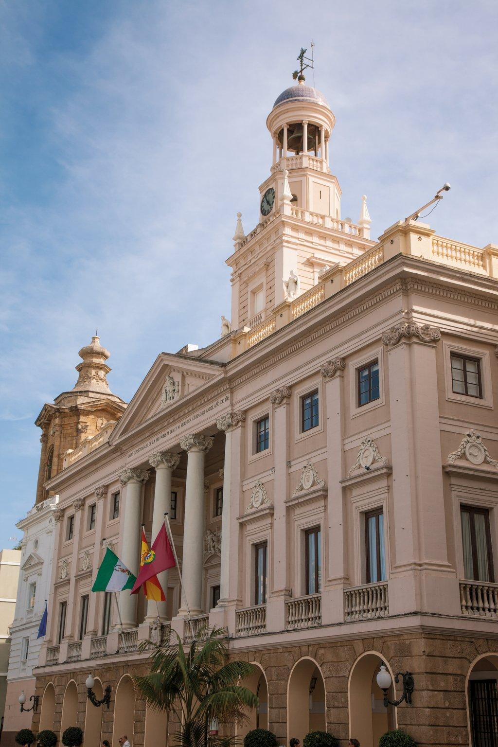 Mein Schiff Sehenswürdigkeit in Cádiz: Das Rathaus im neoklassizistischen Stil