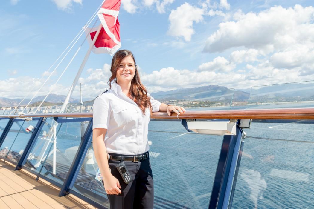 Mein Schiff Urlaubsheldin Svenja Bongard an der Reling