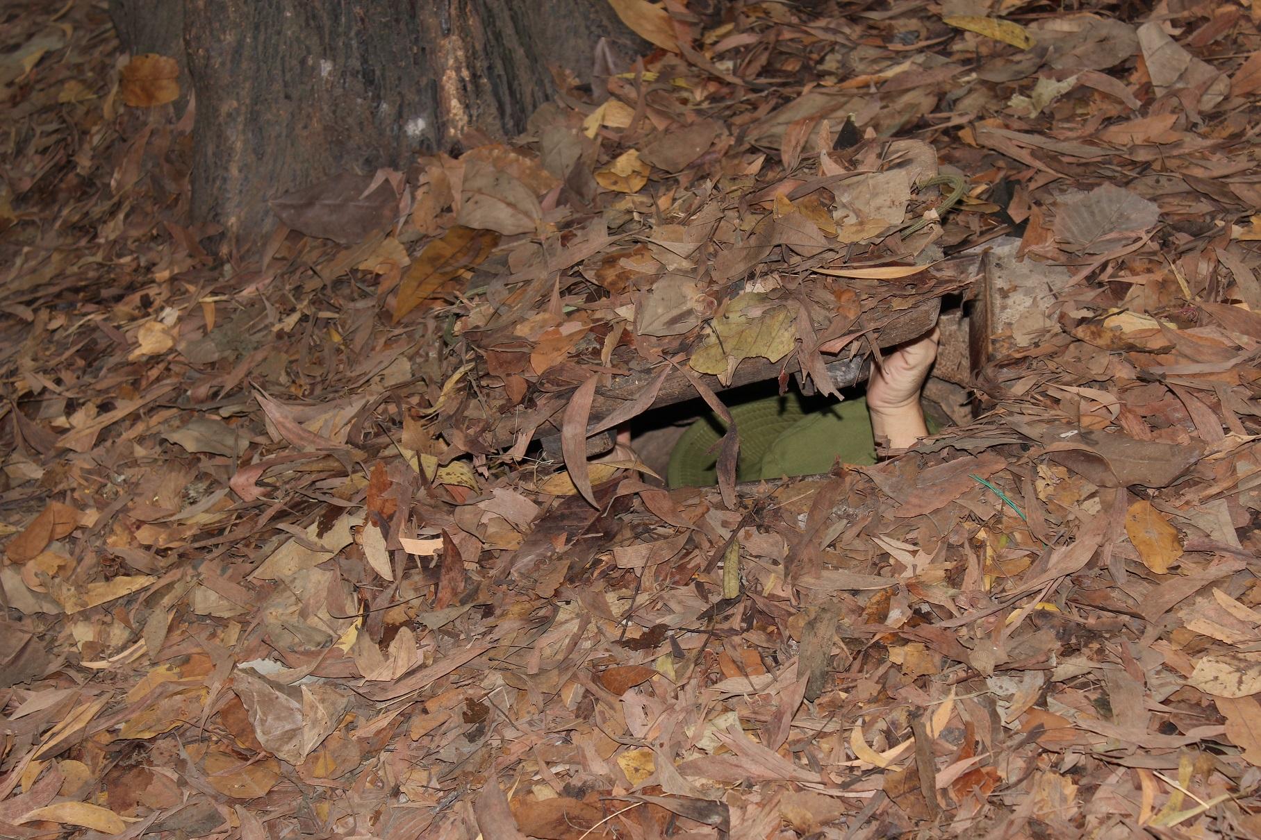 Unsichtbar unter der Erde in den Cu Chi Tunneln