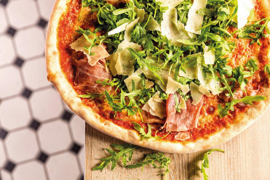Lecker: Die Pizza Parma Ruccola auf der Mein Schiff
