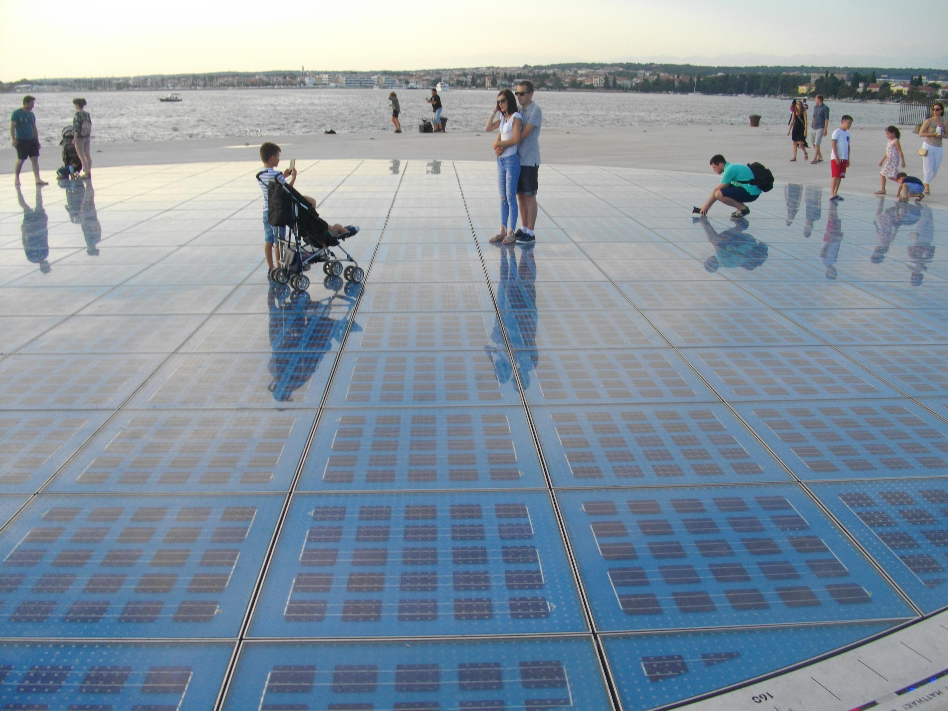 """Solarkunstwerk """"Gruß an die Sonne"""" in Zadar"""