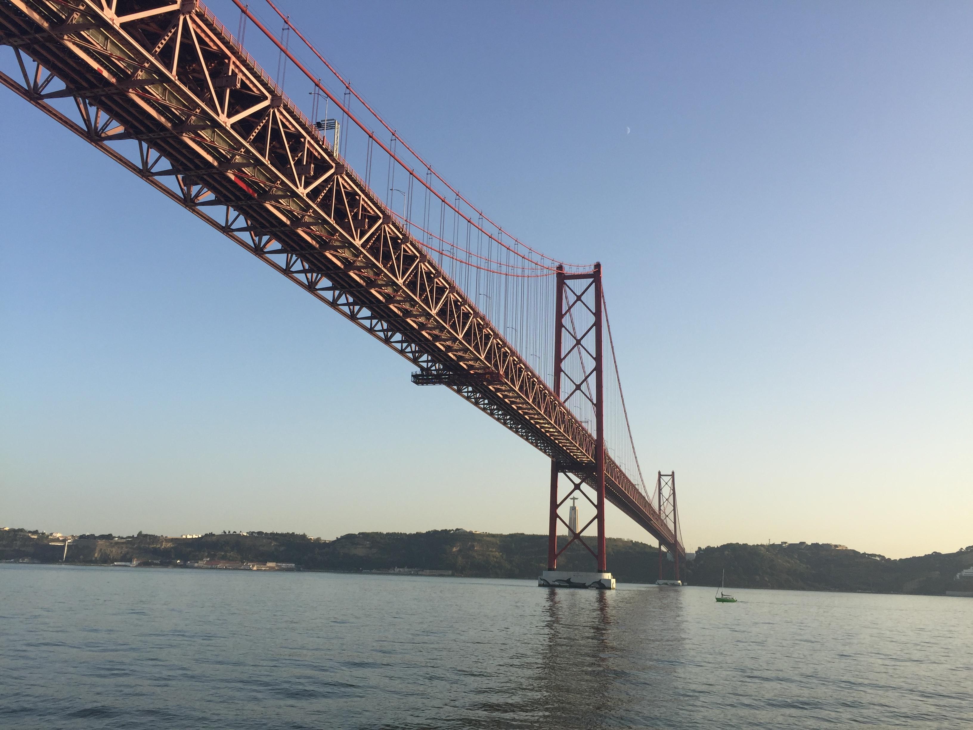 Mit Mein Schiff entdecken: Die Brücke des 25. April in Lissabon