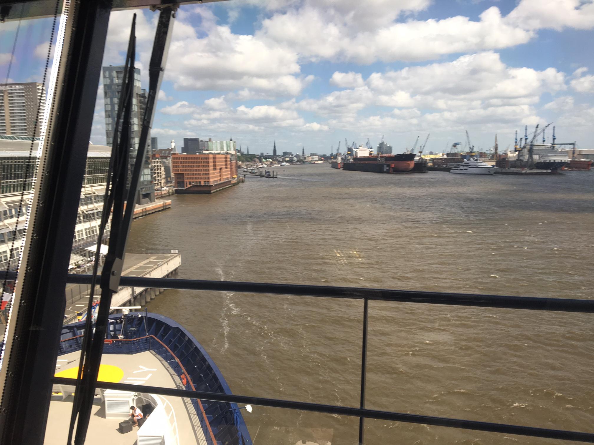 Blick von der Brücke der Mein Schiff