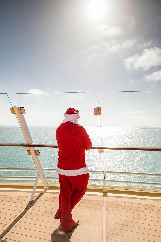 Auch auf bdem Kreuzfahrtschiff von TUI Cruises unterwegs: Der Weihnachtsmann