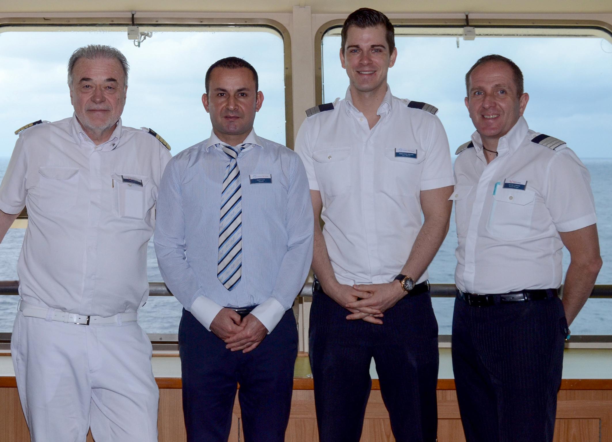 Urlaubsheld Enver Yildiz, Steward auf der Mein Schiff 1