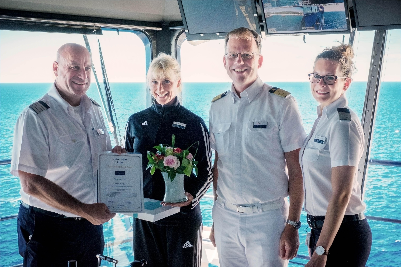 Mein Schiff Urlaubsheldin Heidi Matter mit Ihren Vorgesetzten
