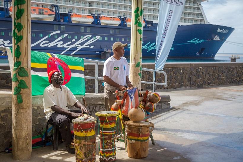 Die Mein Schiff wird auf Dominica herzlich willkommen geheißen