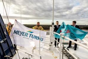 Offizieller Flaggenwechsel auf der neuen Mein Schiff 1