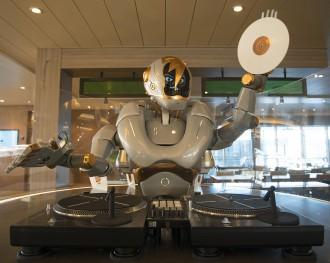 Technologische Innovation bei TUI Cruises: DJ Rob legt in der Großen Freiheit auf