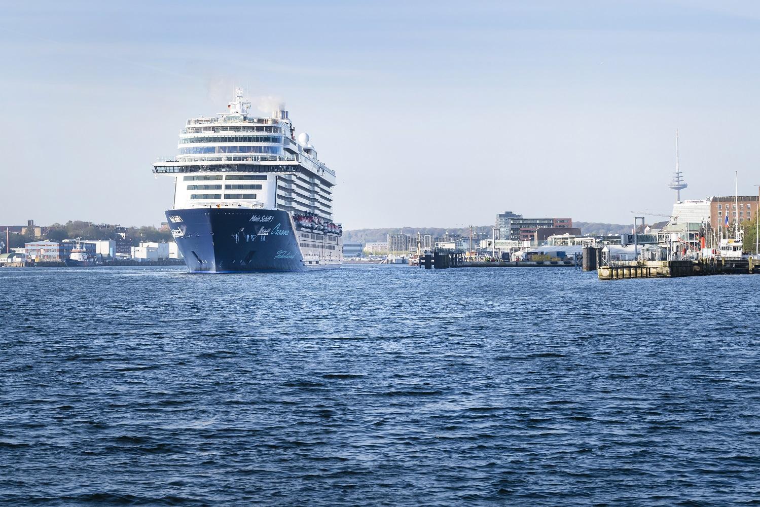 Die neue Mein Schiff 1 erreicht Kiel