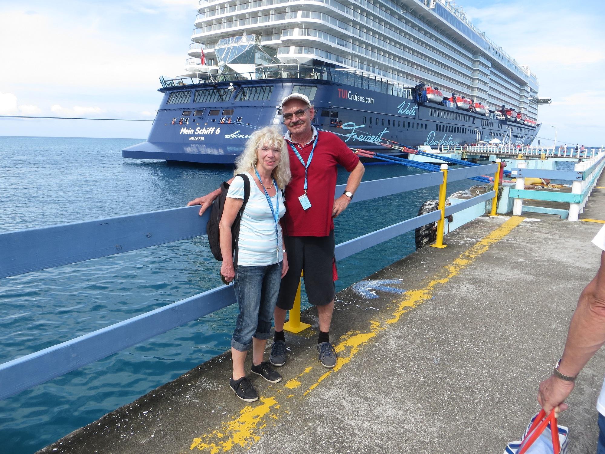 Mein Schiff Blog Gastautorin Susanne Apenbrink mit Ihrem Mann