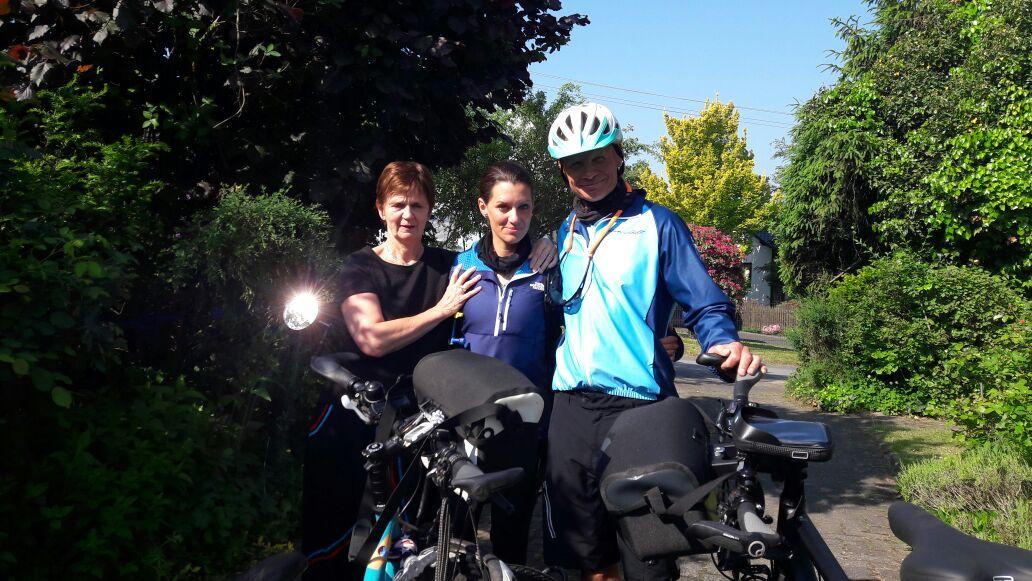 Wiedersehen: Kapitän Burgman und Freundin Nira Halfpap mit ihrer Tante