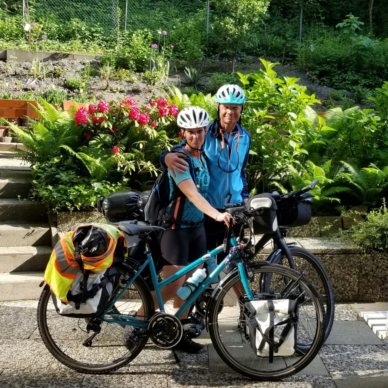 Auf Fahrradtour nach Mallorca: Kapitän Burgman und Freundin Nira Halfpap