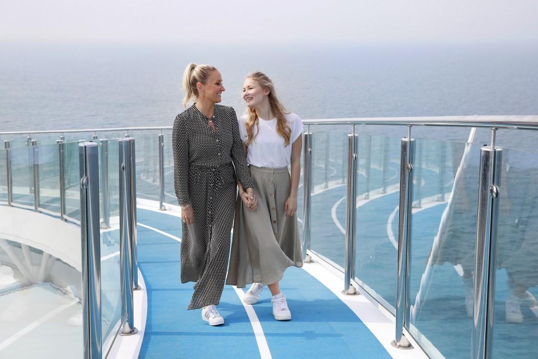 Janine Kunze und Tochter Lili Mari Budach bei der Taufe der Mein Schiff 1 (Photo by Franziska Krug/Getty Images for TUI Cruises)