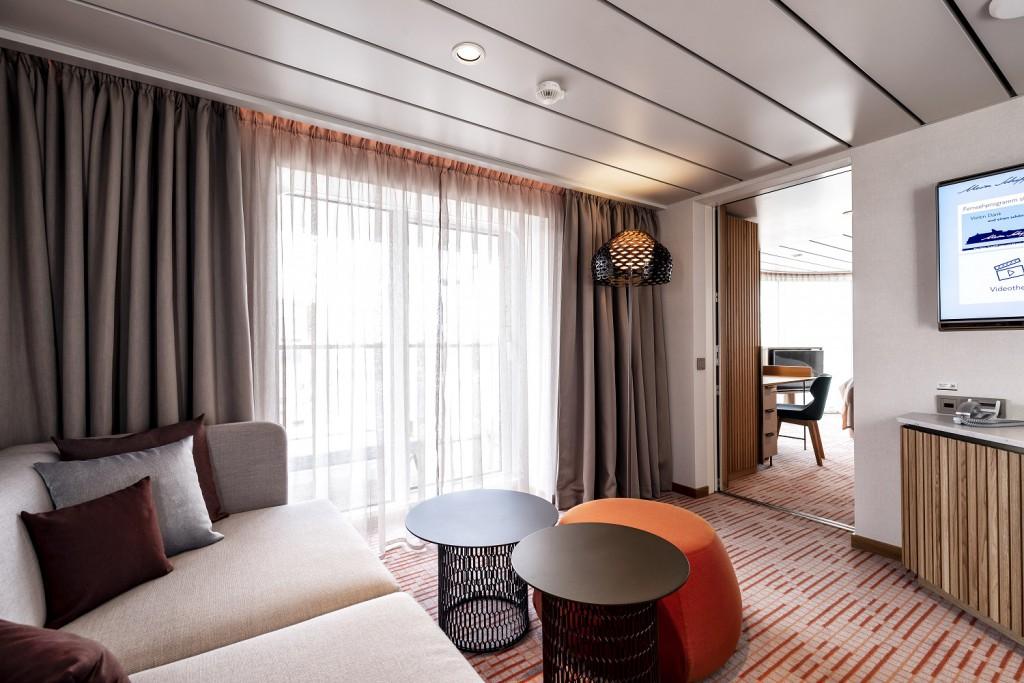 Einblick in eine der von der Star-Designerin Patricia Urquiola eingerichteten Suiten auf der neuen Mein Schiff 1