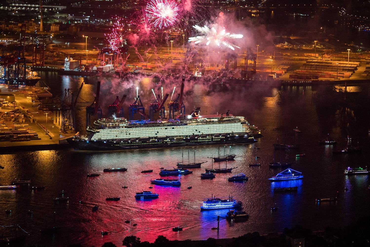 Die Taufe der neuen Mein Schiff 1 (Foto: Andreas Vallbracht für TUI Cruises)