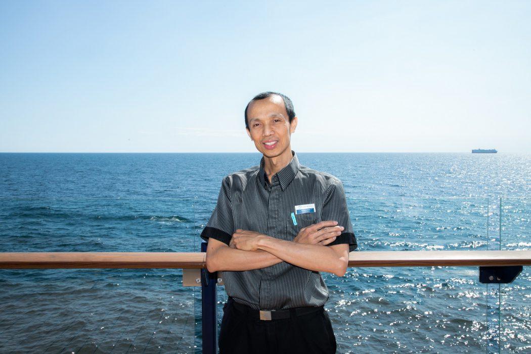 Arbeitsplatz mit Meerblick: Mein Schiff Urlaubsheld Arif Hendarto