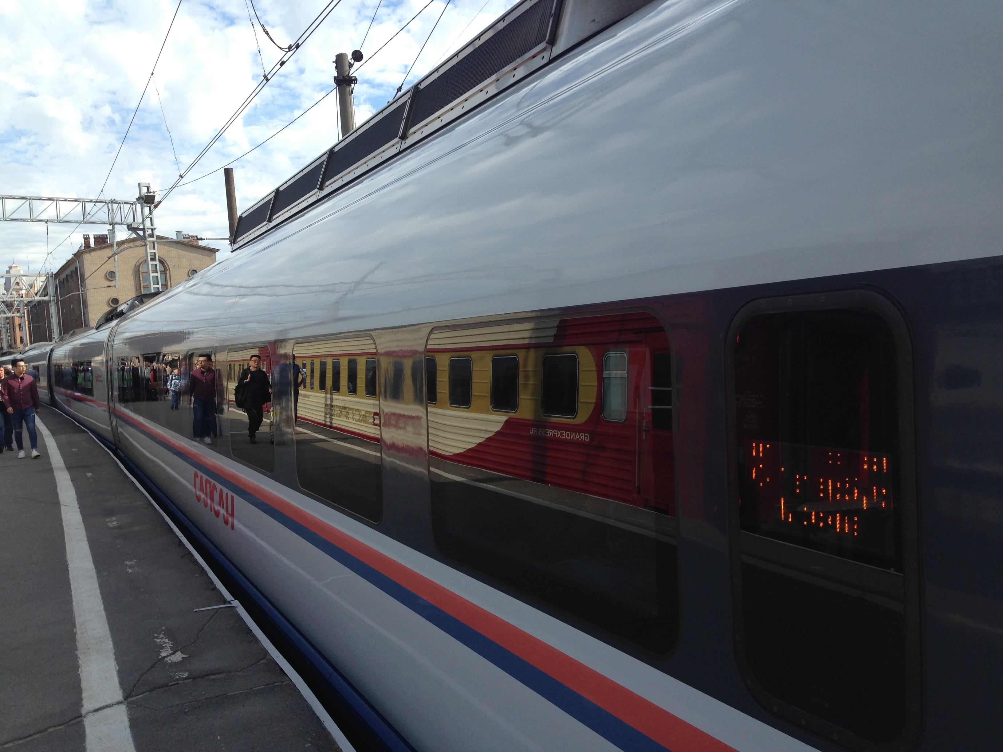 Der Sapsan Schnellzug verbindet St. Petersburg und Moskau in rund vier Stunden