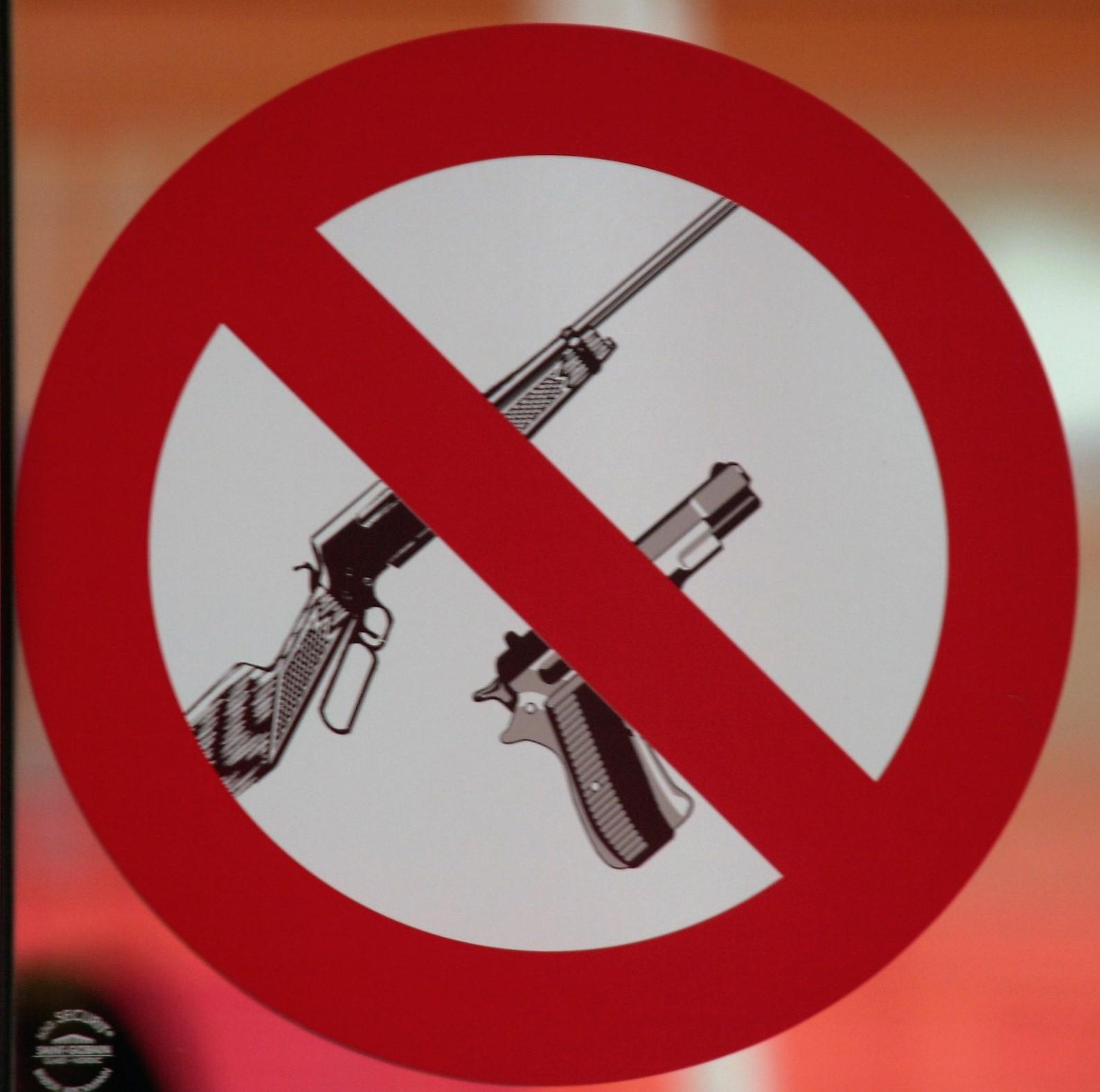 Waffen müssen draußen bleiben