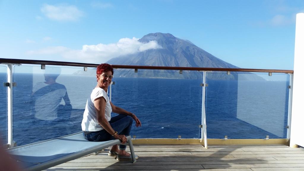 Mein Schiff Gast Doris Vries mit bester Aussicht auf den Stromboli