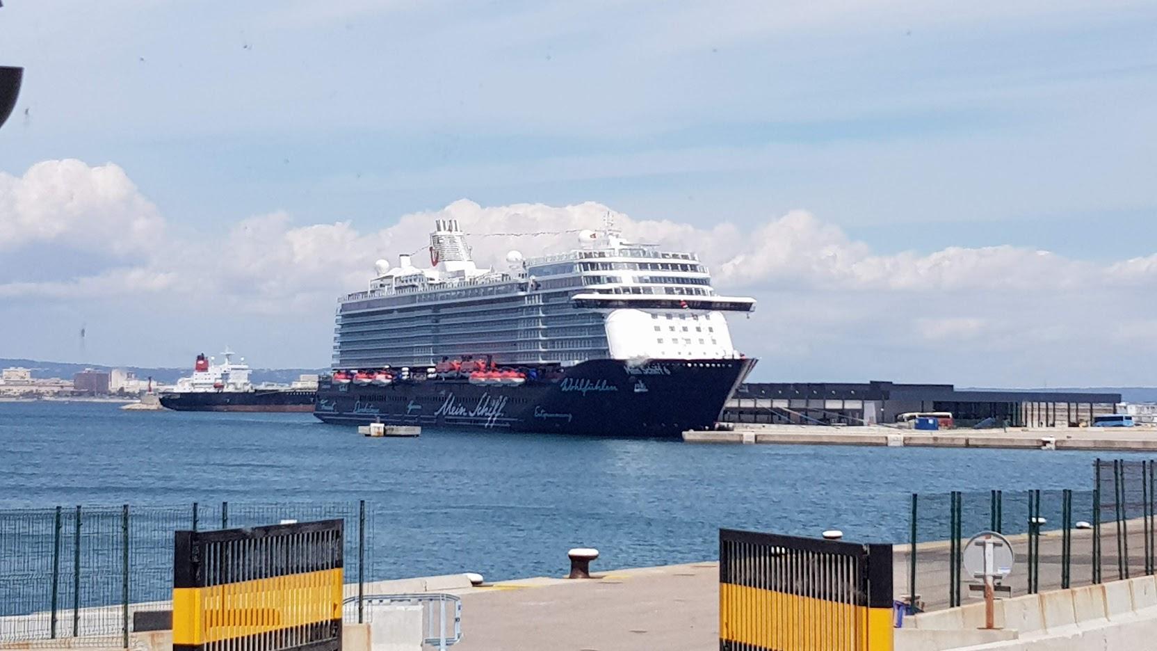Die Mein Schiff 6 im Hafen