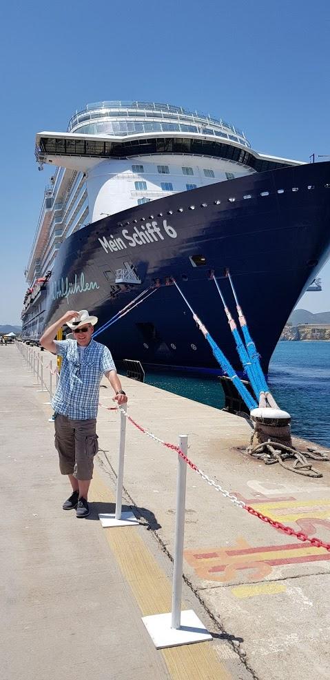 Mein Schiff Gastautor Jens Wrobel vor der Mein Schiff 6