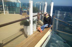 Silke auf dem Blauen Balkon der Mein Schiff
