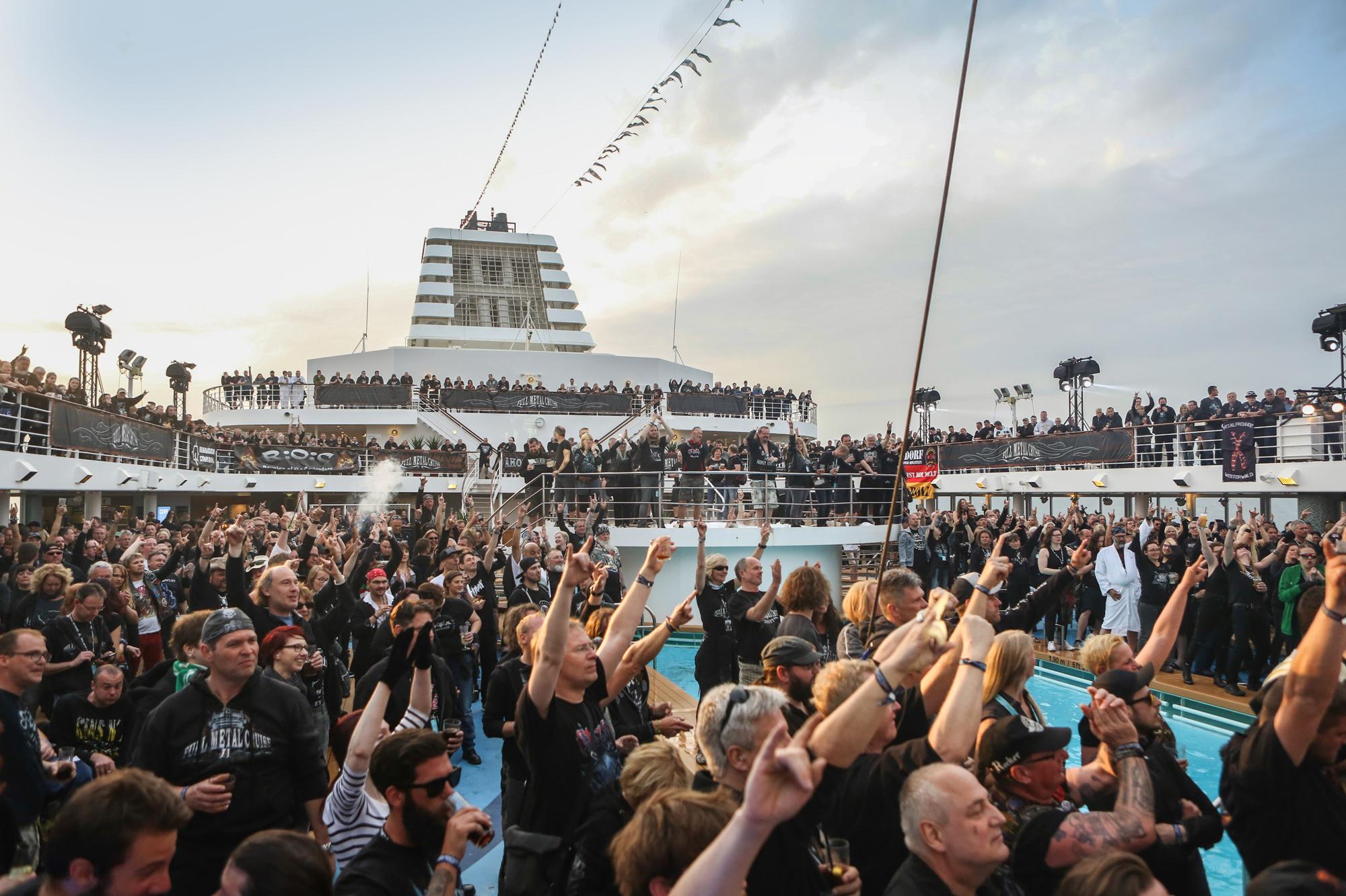 Vor der Bühne - Lieblingsplatz während der Full Metal Cruise