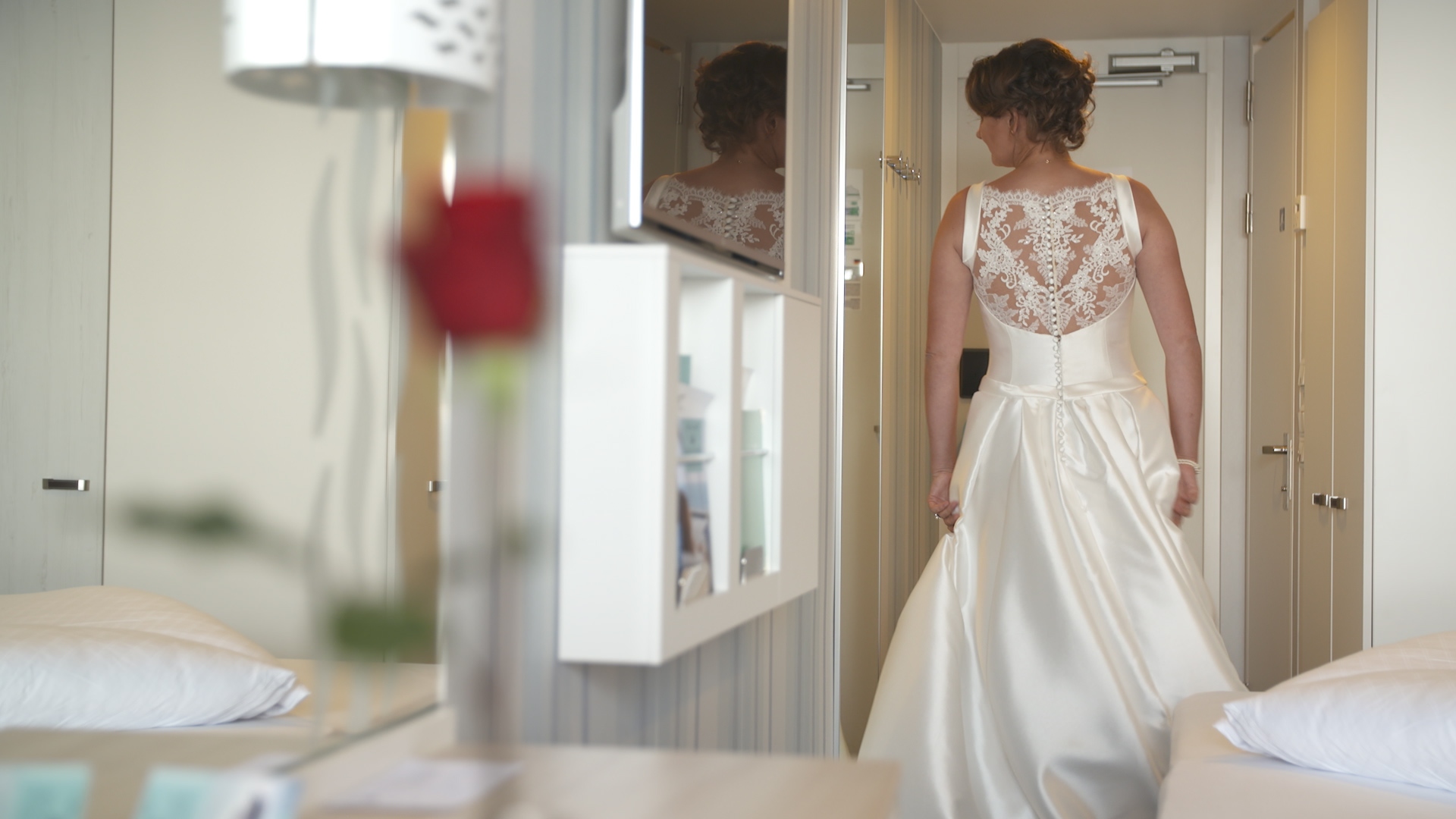 Braut Elisabeth und im Hochzeitskleid auf der Mein Schiff 1
