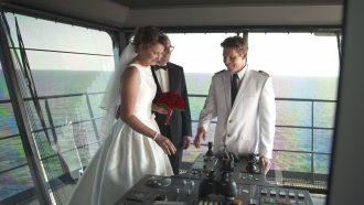 Mein Schiff Hochzeit: Ehepaar Elisabeth und Rainer auf der Brücke der Mein Schiff 1