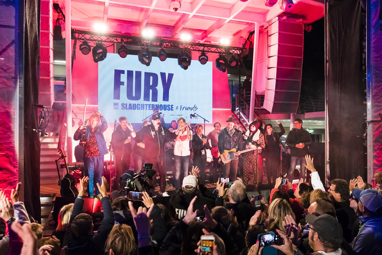 Fury in the Slaughterhouse und befreundete Musiker auf der Mein Schiff 3