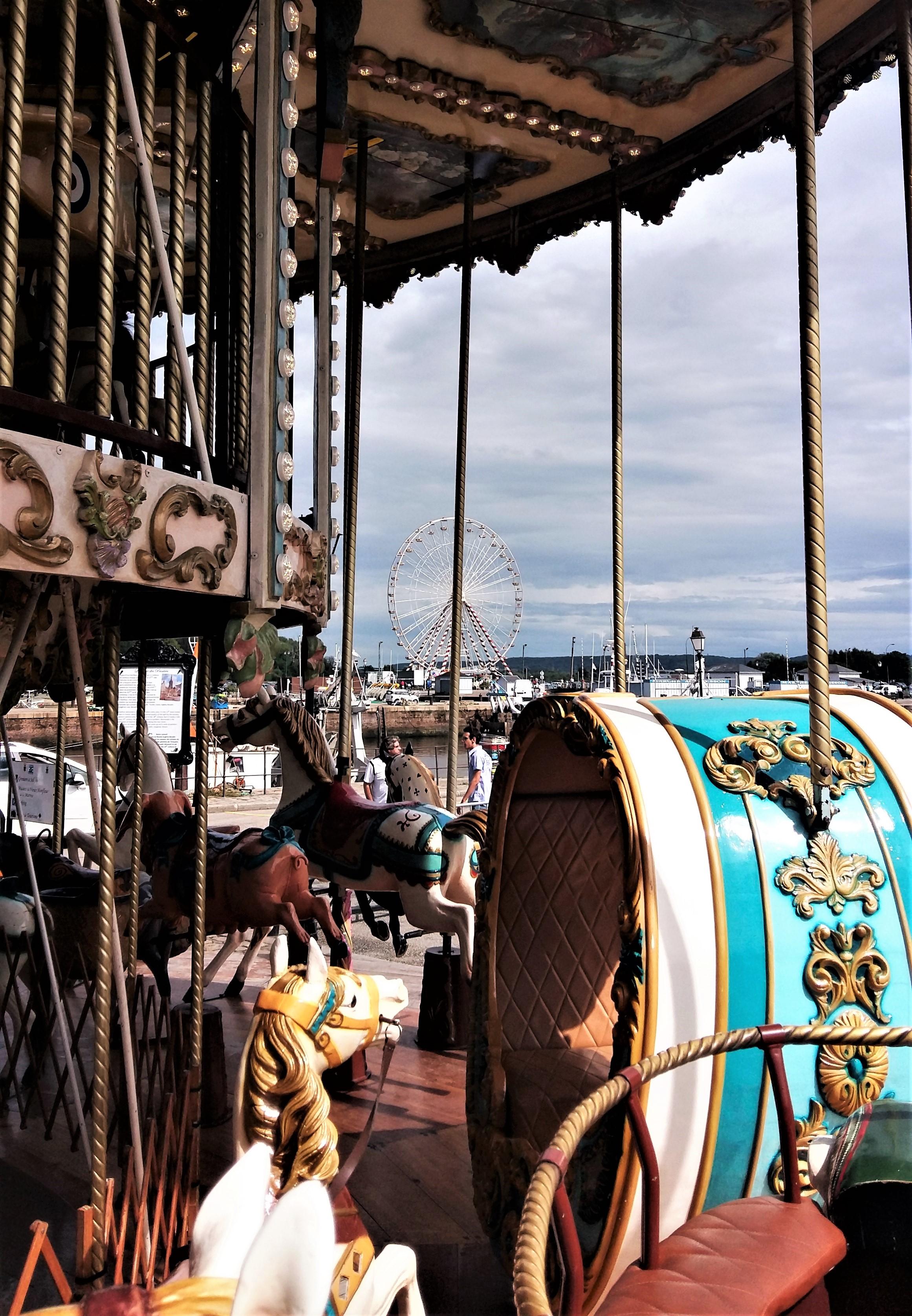 Gönnen Sie sich in Honfleur beim Mein Schiff Ausflug eine Fahrt im antiken Karussel