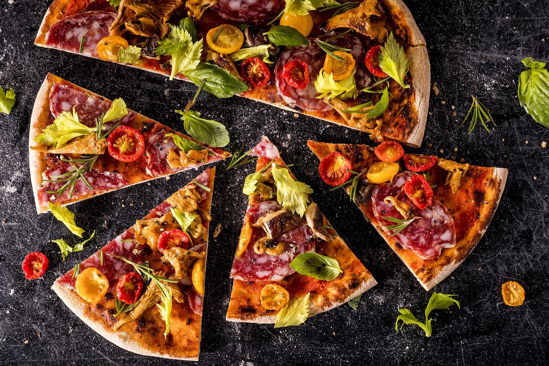 Mein Schiff Kulinarik: Pizza Salami auf der Mein Schiff Flotte