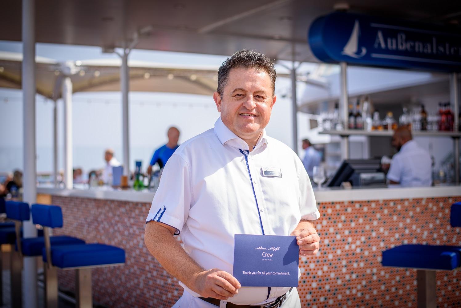 Mein Schiff Urlaubsheld im August 2018: Bar Steward Ali Koroglu