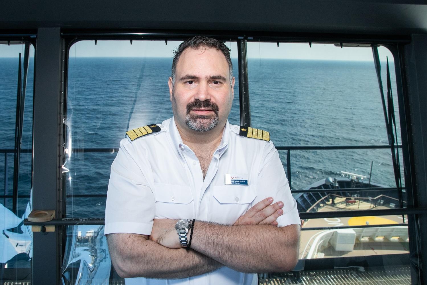 Die beste Aussicht hat der Kapitän von der Brücke der Mein Schiff